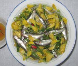 Đặc sản mùa nước nổi - Canh chua cá linh bông điên điển