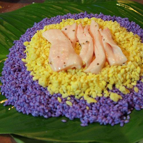 Phảng phất hương vị tết trong khoang bánh tét thập cẩm trứng muối