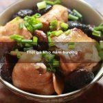Thịt gà kho nấm hương